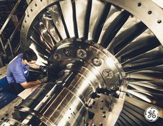This employee at a GE facility in France is INSIDE one of the many badass machines coming out of the region. A380 Aircraft, Aircraft Engine, Turbine Engine, Gas Turbine, Engine Pistons, Airplane Travel, Walk The Earth, Jet Engine, General Electric