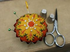 Recycled Felted Wool Sweater Tart Tin Pin Cushion by rhosplace Felt Embroidery, Felt Applique, Sweater Embroidery, Needle Felted, Needle Book, Fabric Crafts, Sewing Crafts, Sewing Kits, Felted Wool Crafts