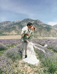 14 Spring Wedding Photo Ideas You Won't Want to Miss Out On | Brit + Co
