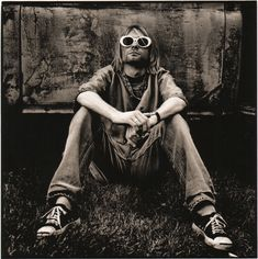 Nirvana – Original Photograph of Kurt Cobain by Anton Corbijn Nirvana Kurt Cobain, Kurt Cobain Photos, Kurt Cobain Style, Kurt Cobain Art, Rock And Roll, Pop Rock, Dave Grohl, Pearl Jam, Grunge