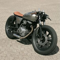 Yamaha XS400 1978 By @relicmotorcycles  What do you think? Caferacernation.co  #caferacer