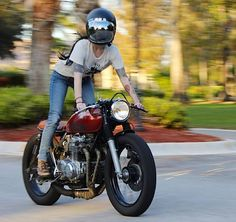 motorcycles-and-more: Biker girl on Cafe Racer Style Cafe Racer, Cafe Racer Girl, Cafe Bike, Cafe Racer Motorcycle, Motorcycle Girls, Motorcycle Helmets, Lady Biker, Biker Girl, Moto Scrambler