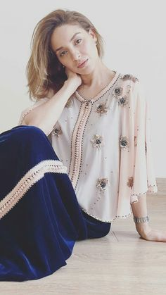 Hijab Fashion, Girl Fashion, Fashion Outfits, Sleeves Designs For Dresses, Dresses With Sleeves, Orientation Outfit, Afghan Dresses, Moroccan Caftan, Embroidery Fashion
