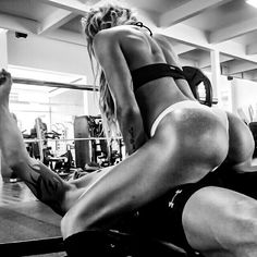 Casal fitness... Coming soon Campanha Publicitária  #comingout #fitnesscouple #casalfitness #leaoeleoa #chamaquevem #gluteodetitanio #pb