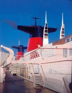Admirer les paquebots dans le port du Havre/Admire passenger ships in Le Havre harbour