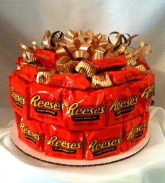 Great gift for the peanut butter lover! This would be great for my dad! BIrthday (or other occasion) cake made of Peanut Butter Cups ; Peanut Butter Cups, Candy Cakes, Cupcake Cakes, Candy Bouquet, Sucker Bouquet, Candy Gifts, Food Gifts, Homemade Gifts, Chocolates