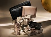 Shop women's gifts from Burberry, including signature bags, scarves, wallets and Her – the new fragrance for women. Burberry Outlet, Burberry Purse, Burberry Gifts, Burberry Men, Burberry Prorsum, Gucci, Leather Purses, Leather Wallet, Gifts For Women