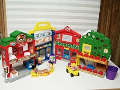 RETIRED FISHER PRICE LITTLE PEOPLE LEARN ABOUT TOWN SCHOOL PLAYSET COMPLETE