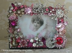 Hand-crafted, one-of-a-kind vintage jewelry picture frames from The Drawing Room at Pemberley, make unique gifts for Christmas, birthdays or bridesmaids! Costume Jewelry Crafts, Vintage Jewelry Crafts, Mom Jewelry, Jewelry Tree, Wire Jewelry, Jewelry Ideas, Jewelry Necklaces, Jewelry Design, Jewellery