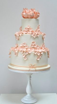 Via Rosalind Miller Cakes; 36 Wedding Cake Ideas with Luxurious Floral Designs: http://www.modwedding.com/2014/10/24/36-wedding-cake-ideas-luxurious-floral-designs/ Via Rosalind Miller Cakes
