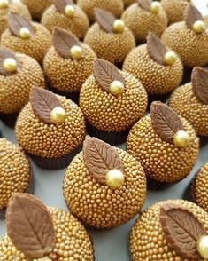 Petits Fours Petits Fours Pictures Patisserie Fine, Birthday Treats, Chocolate Lovers, Mini Cakes, Cupcake Cookies, Dessert Table, Beautiful Cakes, Cake Pops, Macarons