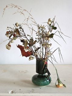 stil live with carnations by At Swim-Two-Birds, via Flickr  Renilde De Peuter