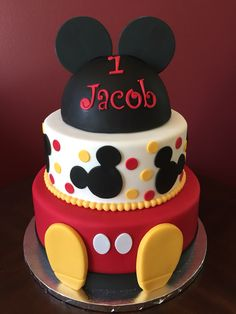 mickey mouse birthday party ideas Cake fondant mickey mouse first birthdays Ideas for 2019 Bolo Do Mickey Mouse, Minnie Y Mickey Mouse, Fiesta Mickey Mouse, Bolo Minnie, Mickey Mouse Clubhouse Birthday Party, Mickey Mouse Parties, Mickey Party, Mickey Birthday Cakes, Mickey 1st Birthdays