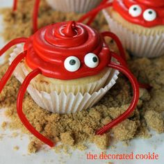 "To make summer-themed beach treats, make gumdrop crab and fish cupcakes. These summer cupcake ideas with candy toppers are cute and easy. ""Gone Fishing"" Father's Day cupcakes. Summer Cupcake Recipes, Summer Cupcakes, Dessert Recipes, Crab Cupcakes, Cupcake Cakes, Puppy Cupcakes, Diy Cupcake, Animal Cupcakes, Lemon Cupcakes"