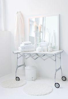 m i c h i t e c t u r e :: white summer day (photography: trine thorsen) Neutral, Modern Vanity, Beautiful Bathrooms, White Bathrooms, Home Decor Inspiration, Design Inspiration, Design Ideas, Decor Ideas, White Rooms