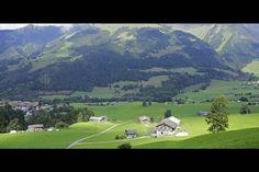 De bewolking zorgt steeds voor 'spannend' licht... #photography #travelphotography #traveller #canonnederland #canon_photos #fotocursus #fotoreis #travelblog #reizen #reisjournalist #travelwriter#fotoworkshop #willemlaros.nl #reisfotografie #moto73 #suzuki #v-strom #MySuzuki #motorbike #motorfiets  #myswitzerland #zwitserland #grandtour #lenk #simmental #fribourgregion #fb #tw