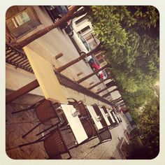 Terraza en la plaza del pueblo