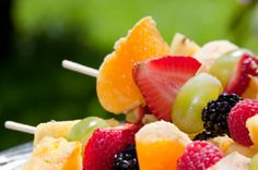 Brochetas de Frutas con Dip de Limón.