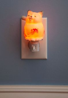 Posh of a Button Night Light, #ModCloth I'd really like one of these! Just wish you couldn't see the switch so much!