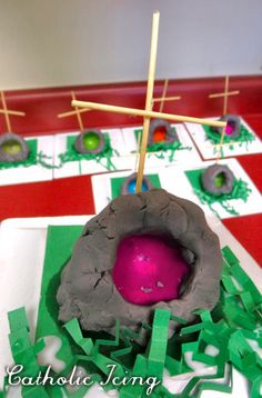 easy easter tomb craft for kids- Jesus is risen!