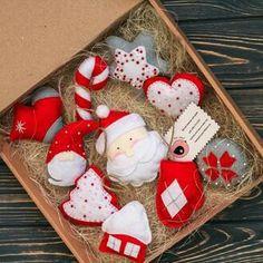 Items similar to Set of felt toys on Etsy Christmas Fair Ideas, Felt Christmas Ornaments, Christmas Gifts For Kids, Christmas Themes, Holiday Crafts, Christmas Decorations, Creative Arts And Crafts, Diy And Crafts, Felt Decorations