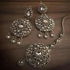 Cute Jewelry Boxes and Jewelry Making Ideas. Indian Jewelry Earrings, India Jewelry, Ethnic Jewelry, Wedding Jewelry, Silver Jewelry, Silver Ring, Tikka Jewelry, Silver Bracelets, Silver Earrings