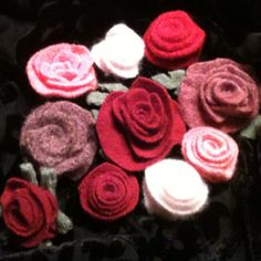 Recycled wool, alpaca and cashmere sweater flowers