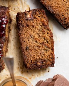 This Gluten Free PB&J Banana Bread Recipe is filled with chocolate-y peanut butter & jelly cups, and topped with a swirl of extra raspberry jelly. Browned edges, and a super tender and moist center, this is bound to be your new go-to banana bread recipe! Dairy Free Banana Bread, Easy Banana Bread, Banana Bread Recipes, Vegan Hamburger Helper, Gluten Free Peanut Butter, Incredible Recipes, Sugar Free Recipes, Healthy Desserts, Healthy Eats