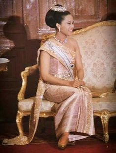 Her Majesty Queen Sirikit Of Thailand King Bhumipol, King Rama 9, King Queen, Thai Traditional Dress, Traditional Outfits, Thailand, Queen Sirikit, Women Lawyer, Royal Clothing
