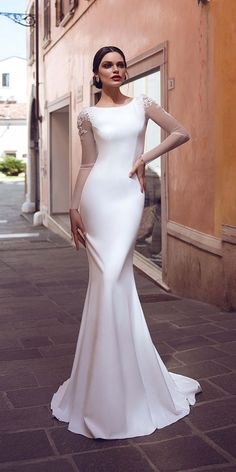 Satin Wedding Dresses - Elegant wedding dresses with lots of tulle, lace and embroidery beaded classic details is must have for all brides nowadays. Elegant bridl gowns are usually Christmas Wedding Dresses, Western Wedding Dresses, Top Wedding Dresses, Classic Wedding Dress, Wedding Dress Trends, Perfect Wedding Dress, Bridal Dresses, Wedding Ideas, Elegant Wedding Gowns