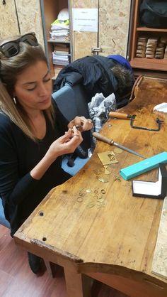 Kendi el emeği ile değerli madenler ve taşlar kullanarak kuyumcu vitrinlerde gördüğünüz takıları yapmak isteyenleri özel derslerimize bekliyoruz. Derslerimiz Sultanahmet Türk Ocağı Şubesinin tarihi binasında yapılmaktadır. Detaylı bilgi için: 0533 213 13 61 #taki #takı #takitasarim #takıtasarım #workshop #workshops #jewelryaddict #jewelrydesign #jewelry #jewelryatelier #atelier #atolye #atölye #sanat #yapmak #ogrenmek #uretim #tasarım #ozeltasarim #özeltasarım