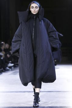 Yohji Yamamoto Ready To Wear Fall Winter 2014 Paris - NOWFASHION
