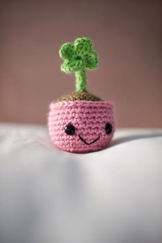 Download Four Leaf Clover Amigurumi Pattern (FREE)