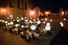 Wedding with hanging paper lanterns in Umbria, Montecastello di vibio | Italian Wedding Dream