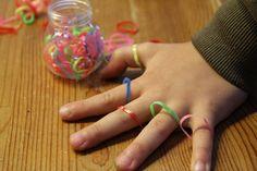 Ez az első számú szerzemény, 200 Ft volt. Volt rózsaszín mackófejű csomag is, de én maradtam a klasszikus barnánál, nehogy elrettentsem a fiúkat. Sikerem volt vele, alig akarták abbahagyni a játékot! Art For Kids, Crafts For Kids, Arts And Crafts, Help Teaching, Activities For Kids, Montessori, Fun, Kitty, Art For Toddlers