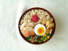 〇鶏ハムの明太子焼き 〇グリンピースとコーンソテー 〇ブロかか 〇ゆで卵 〇玄米ご飯&梅干