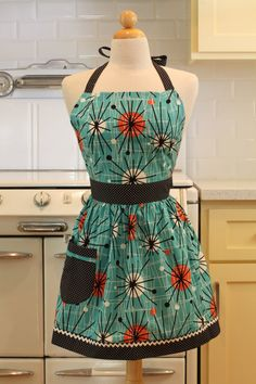 Apron Retro Style Fifties Starburst CHLOE Full Apron Vintage Inspired @Connie Hamon Brzowski Shaffer i want one of these for christmas! particularly the sugar skull pattern one!