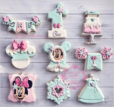 "509 Likes, 14 Comments - Tonilyn (@tonilynsbakery) on Instagram: ""Minnie winter wonderland inspired birthday cookies #edibleart #minniemouse #disney #birthday…"""