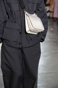 Spring 2017 Bag Trends From Runway - Best Spring and Summer Handbags Summer Handbags, Fashion Bags, Womens Fashion, Bags 2017, Fashion Details, Fashion Design, Inspiration Mode, Street Wear, Fashion Accessories