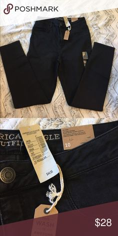 NWT American Eagle Sky High Jeggings NWT American Eagle sky high black jeggings. Pair these with a crop top for a perfect on tred outfit! American Eagle Outfitters Jeans Skinny