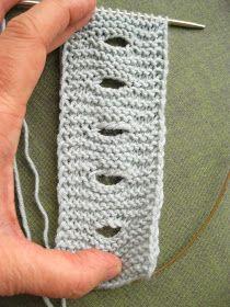 É quando preparo as aulas de tricot que me apercebo como há pormenores tão importantes. Uma simples casa de botão, que faço de forma quase ... Crochet Fabric, Love Crochet, Knit Crochet, Baby Hats Knitting, Knitted Hats, Stitch Patterns, Knitting Patterns, Knitting Designs, Crochet Projects