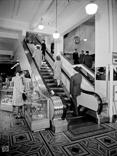 Woodward's department store escalators VPL Accession Number: 26713 Date: date unknown Photographer / Studio: Dominion Photo Co. Vancouver Bc Canada, Downtown Vancouver, Vancouver Photos, Toronto City, Old Pictures, Old Photos, Vintage Photos, Canadian History, American History