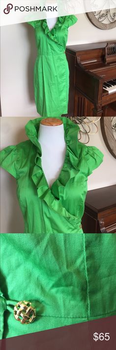 Elizabeth McKay Size 6 Green High Neck Dress Excellent Condition! Size 6 (Belt is missing and there are 2 tiny holes where the belt loops were but it could easily be covered with a new belt. - See Pic) I'm in love with this dress! Elizabeth McKay Dresses Midi
