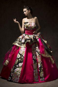 和ドレス(ロジャンヌ/レンタル)|和ドレス着物ドレス。結婚衣装のアツニシカワ(名古屋・東京恵比寿) Flower Dresses, Nice Dresses, Prom Dresses, Wedding Dress Drawings, Royal Dresses, Couture Outfits, Kimono Dress, Kimono Fashion, Bella