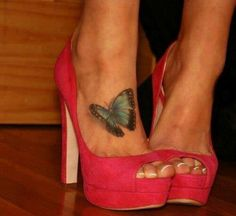 this tattoo on her foot is amazing
