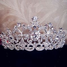 Fine or Fashion: Fashion Item Type: Hairwear Type: Tiaras Style: Trendy Material: Crystal Shape\pattern: Plant Model Number: TH023 Metals Type: Alloy Color : Silver MAterial : Rhinestones , and alloy