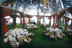 A clear tent gives you the best of both worlds—you're protected from the elements while still dining and dancing under the stars! #weddings