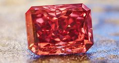 An extremely rare Fancy Red diamond is up for sale. It was discovered at Rio Tinto, an Argyle diamond mine in Western Australia. Diamond Mines, Green Diamond, Argyle Pink Diamonds, Colored Diamonds, Argyle Diamond, Pink Diamond Jewelry, The Argyle, Champagne Diamond, Gems And Minerals