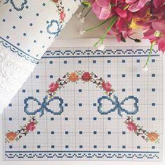 No photo description available. Cross Stitch Love, Cross Stitch Borders, Cross Stitch Flowers, Cross Stitch Charts, Cross Stitch Designs, Cross Stitching, Cross Stitch Embroidery, Hand Embroidery, Cross Stitch Patterns