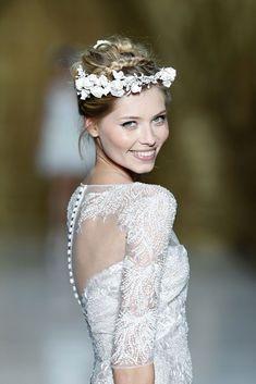 corona de novia flores blancas y brillos - Buscar con Google